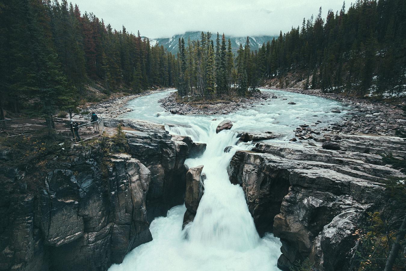 Sunwapta Falls przy Icefields Parkway, Kanada