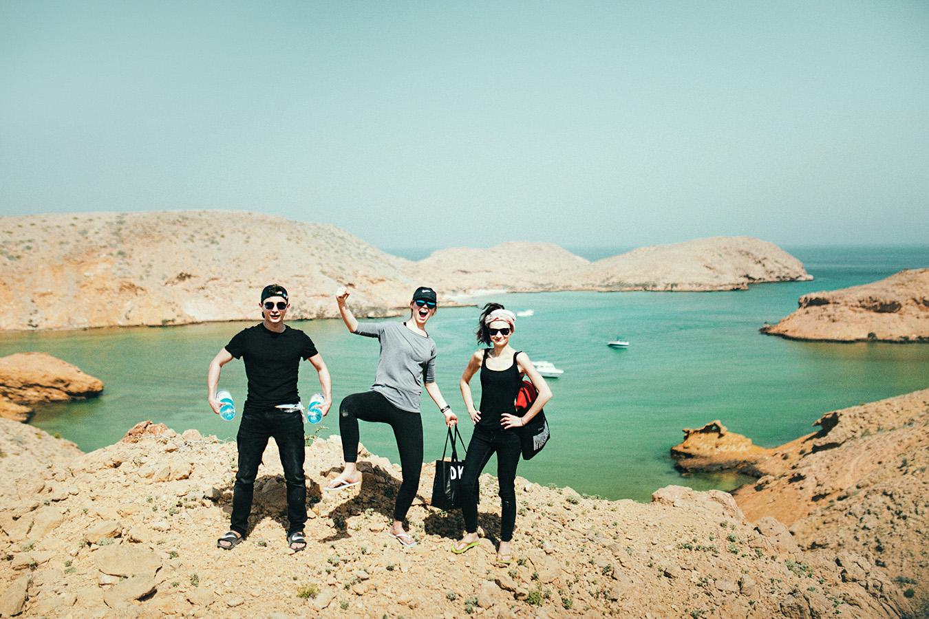Bandar Al Khairan, Oman, trekking w klapkach na ukrytą zatoczkę