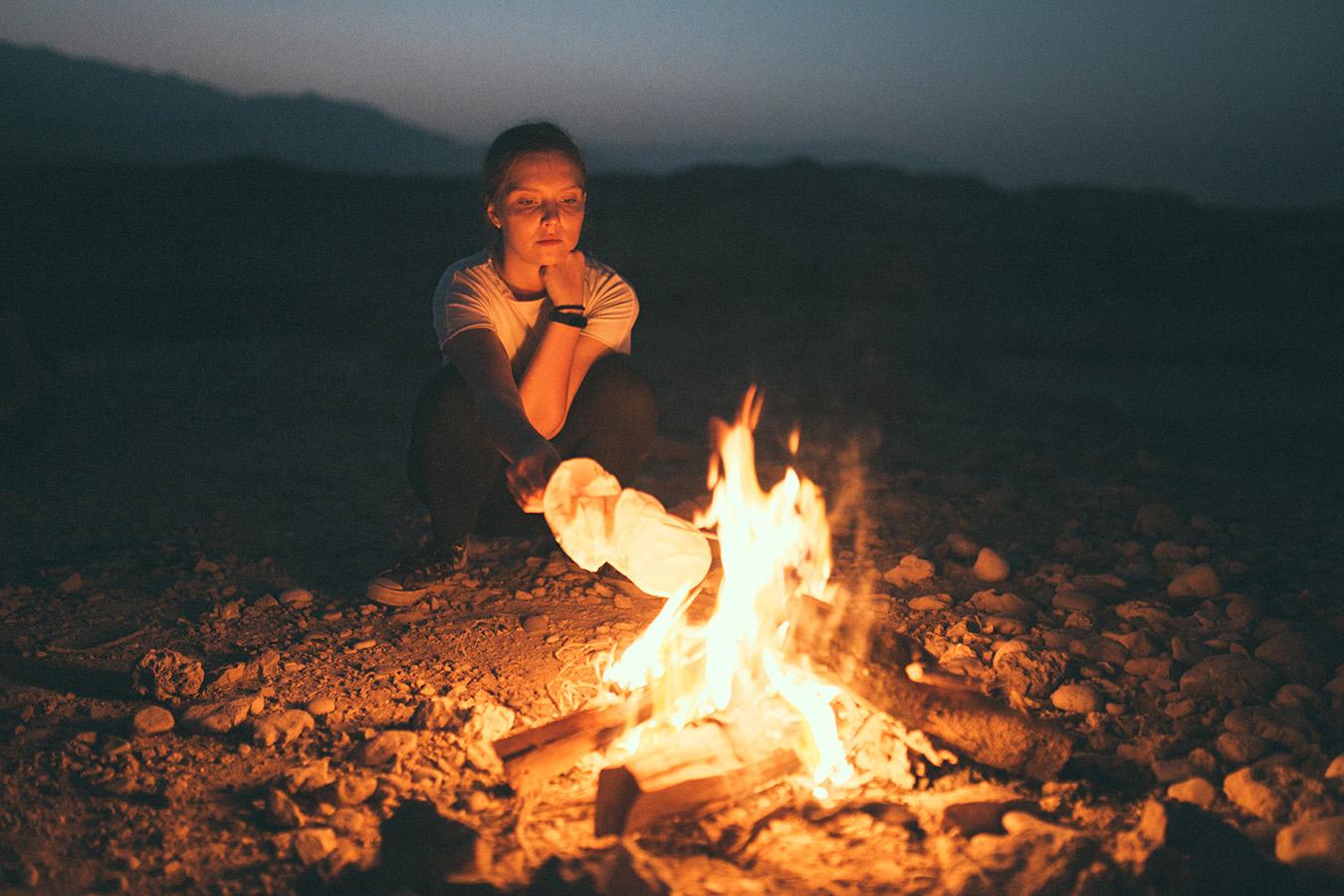 ognisko w Omanie na plaży