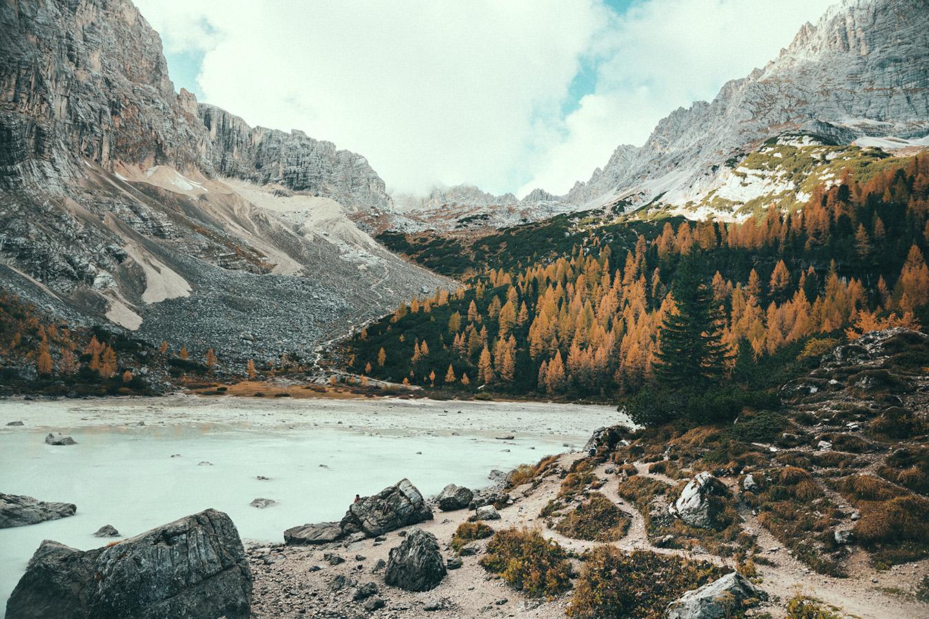 Dolomity, Lago di Sorapis, jesień