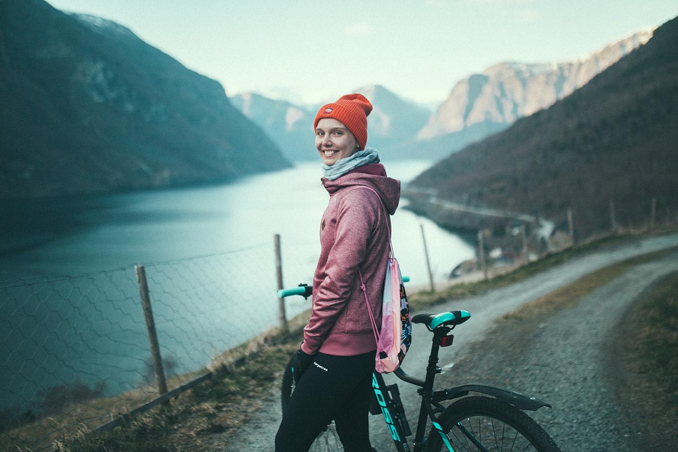 Magda, Otternes, z rowerem Kross