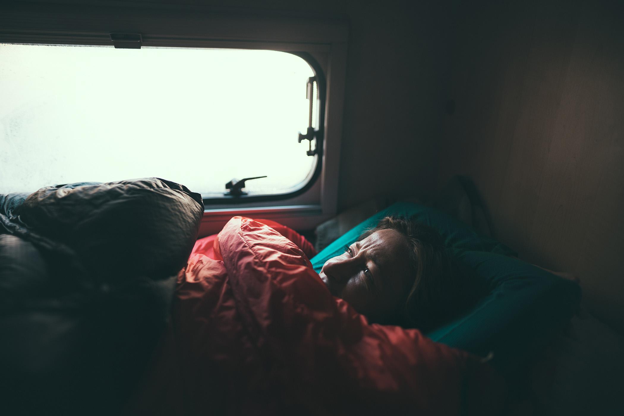 Spanie w kamperze