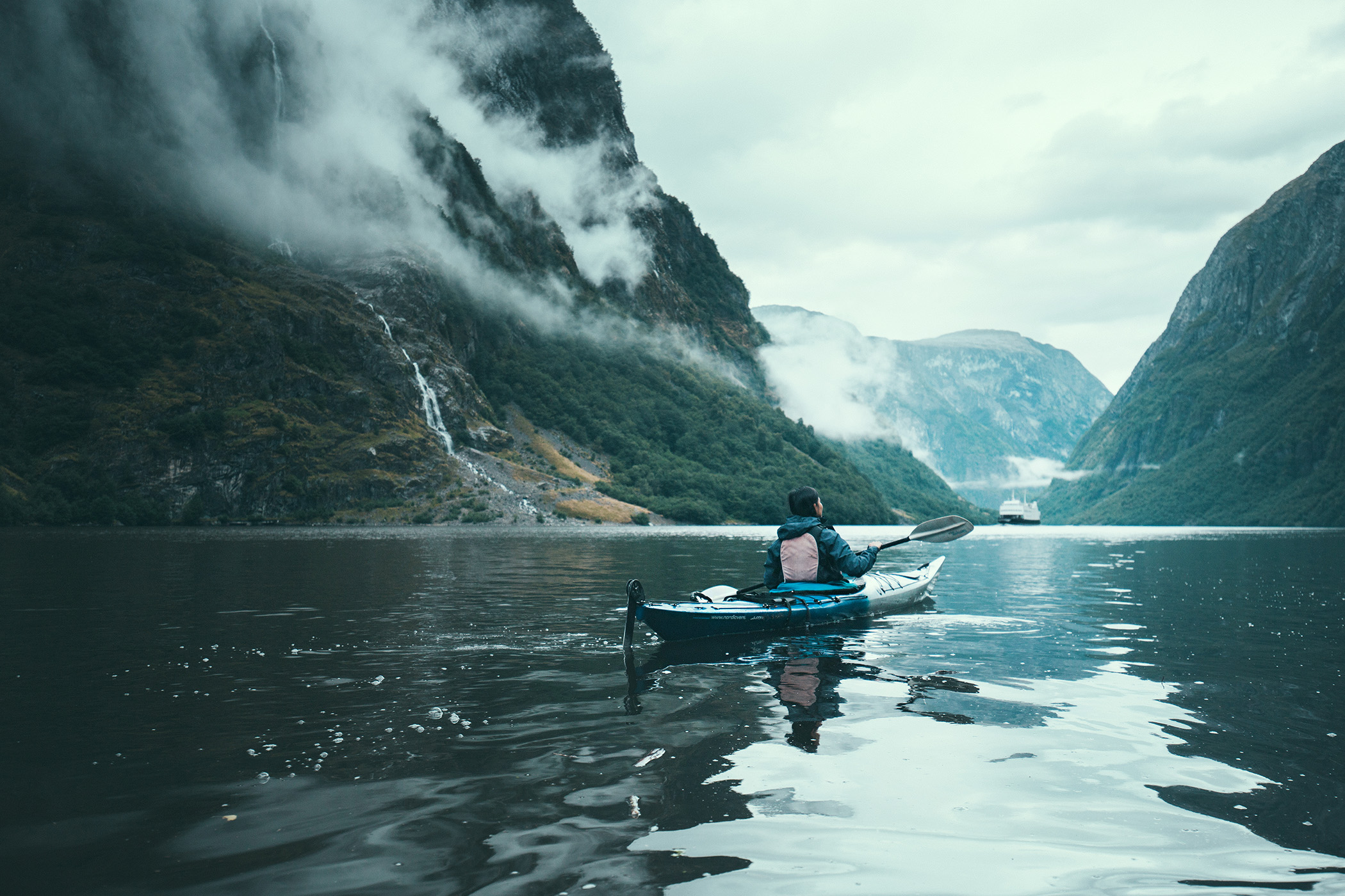kajaki na norweskich fiordach